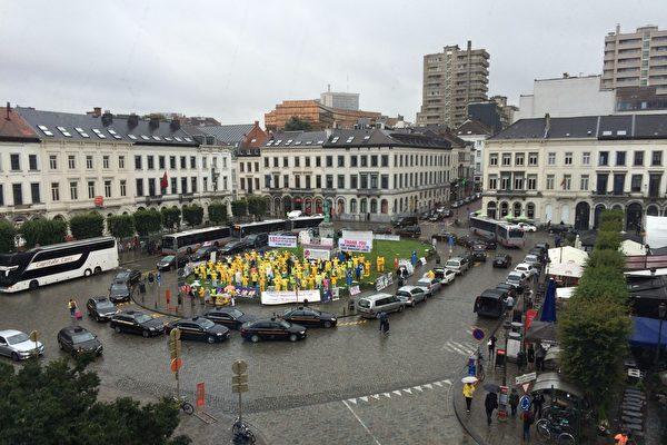雨中的炼功人和欧洲议会48号声明