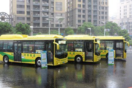 高雄市力推低碳绿能公车环境,截至7月为止,电动公车计达95辆(占全市9.4%),为全国之冠。