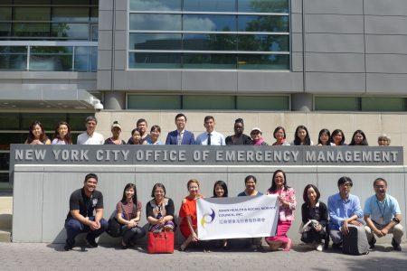 亚裔健康与社会服务联会20日在纽约市应急管理总部,了解为有医疗和功能需求的人群做应急准备/疏散的基本知识。