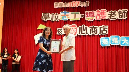 现年85岁民生国中图书志工,是老有所用的具体表率。