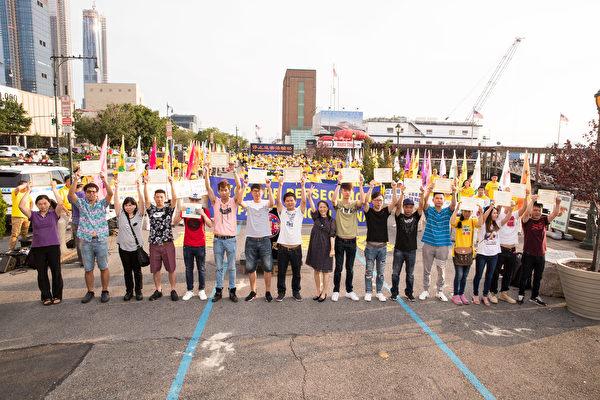 17名華人在紐約法輪功學員7.20 反迫害19週年集會上,現場公開退出中共的黨、團、隊。(戴兵/大紀元)