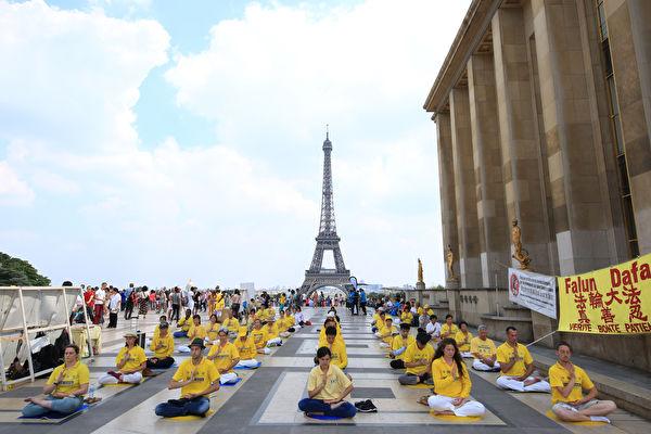 法国人权广场 法轮功学员纪念反迫害19年