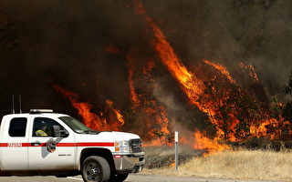 組圖:北加州野火 5人死17失蹤 3.8萬疏散
