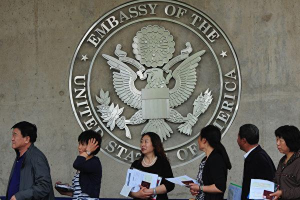 美8月移民排期 中国人绿卡批准EB3前进1年半