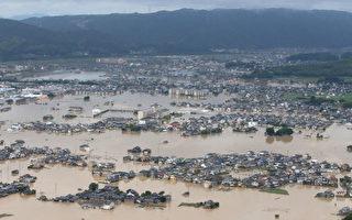 日本罕见暴雨80多死 千人被困 住宅变湖区