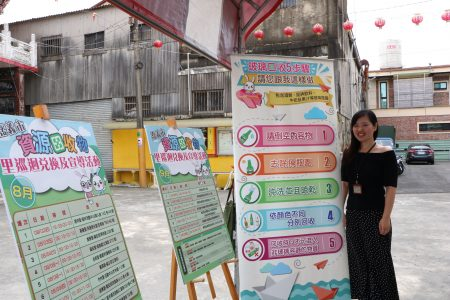 嘉義市環保局孫意惇科長提供民眾多種回收的資訊。