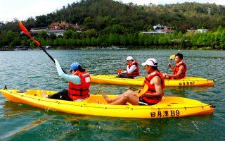 日管處推水域新玩法 天鵝船獨木舟立式划槳