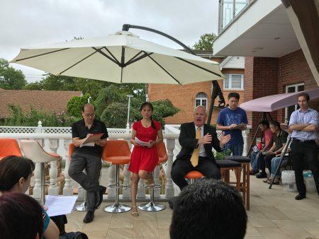华人选民与艾维乐见面,听取他的政见,艾维乐表示在州议会力保SHSAT。