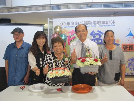 虎尾镇长林文彬(右二)也到场鼓励学员勇敢追梦。