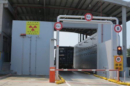 全国第一部轨道式X光货柜检查仪。