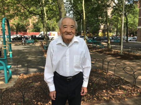 1926年出生的湯寅山今年92歲,耳聰目明,頭腦清晰,講起往事仍滔滔不絕。