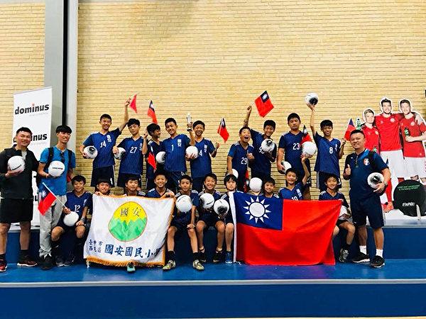 国际足球分龄赛 台湾两校男女足球队夺冠