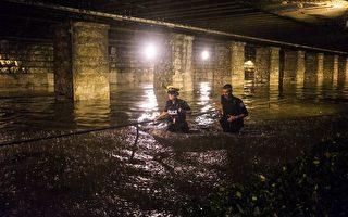 天降暴雨2小时 多伦多街上水流成河