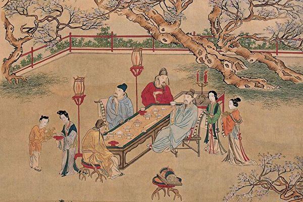 忽然,张生看到草莽之间,闪耀着一片灯光,有五六个人坐在那儿正喝着酒。张生跳下驴向前走去。图为明 仇英《夜宴图》。(公有领域)
