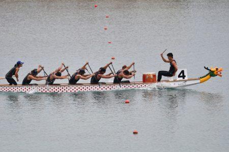 我国男子轻艇代表队在500公尺力压中国夺金。