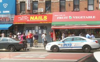 华人美甲店被迫关门 非裔瞄准二分店