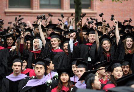 美国常春藤名校之一哈佛大学日前被控招生时歧视亚裔学生。