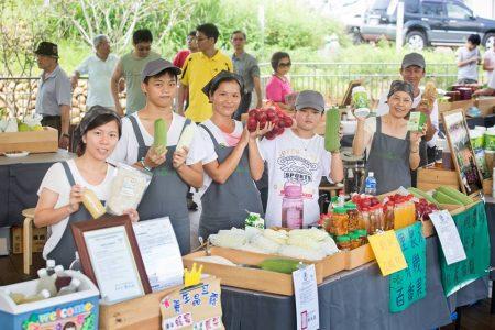 微熱山丘提供南投三合院後方的空間,讓在地農民來販售農產品, 期待與山上的農家一起共榮共好。
