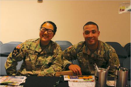 美國陸軍(US Army)招聘官、韓裔美國人黃敏姬(Minji Hwang,音譯)表示,參軍其實是很好的職業選擇。