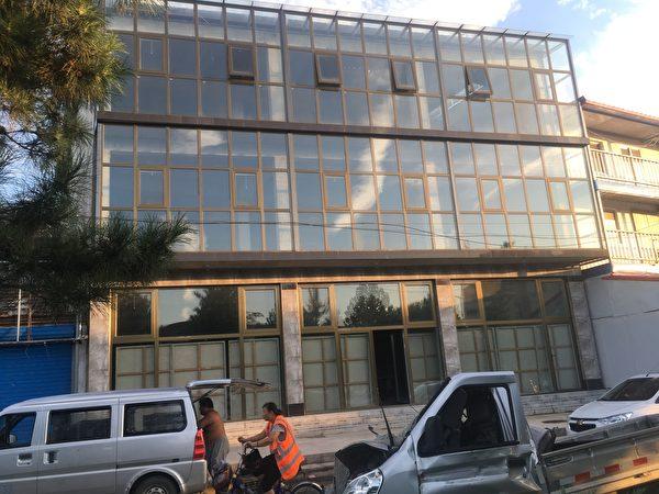 大陆人权艺术家王鹏花200多万建的画室。(王鹏提供)