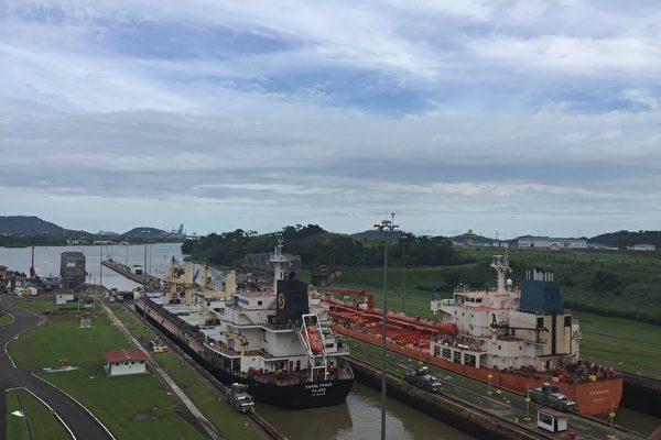 海洋公主号货轮及PTI Amazon油轮通过巴拿马运河驶向太平洋。(作者提供)