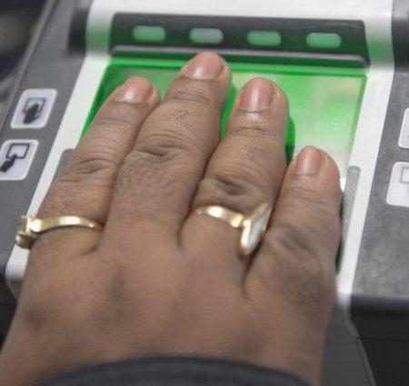 中共将开放符合条件的港澳台居民申请居住证,其中将采集指纹资讯,陆委会提醒申请居住证可能有遭中共当局监控的风险。图为示意图。