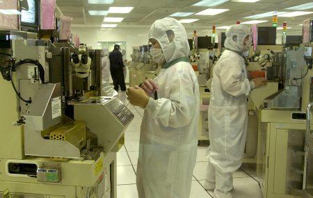 美国贸易代表署(USTR)周二宣布,将从8月23日起,对279项、价值160亿美元的中国商品征收25%关税,预计将重创中国的半导体产业。图为示意图。
