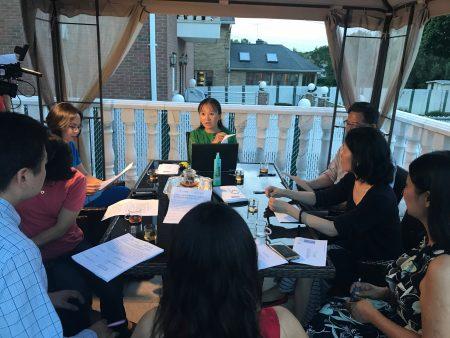 第26学区(州参议会第11选区)的家长在讨论如何捍卫SHSAT。他们表示,在维护SHSAT的过程中,发现华人投票及发出声音的重要性。
