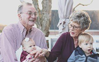 帮忙带孙子延寿5年?研究:老人这样做可长寿