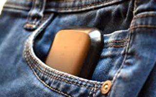 手机插口袋应哪侧向上?放错或危及人身安全