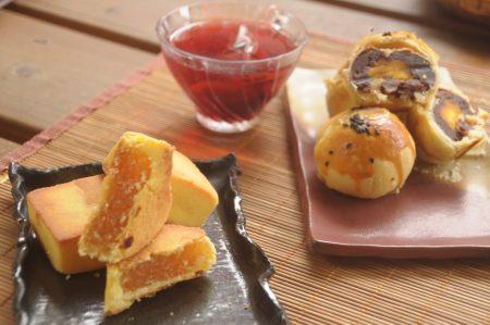 洛神酸甜涮嘴會回甘,搭配鳳梨酥與蛋黃酥很對味。