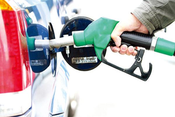 根据汽油价格分析师近期预测,9月14日这个周末温哥华地区汽油价格将出现小幅下跌。(Shutterstock)