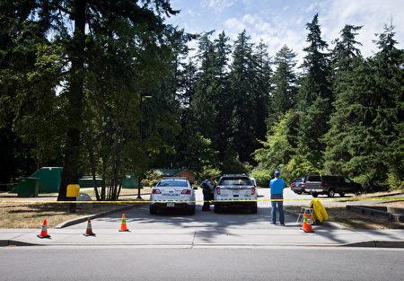 2017年7月19日,警车在本拿比中央公园封锁前往发现申小雨遗体的小路。(加通社)