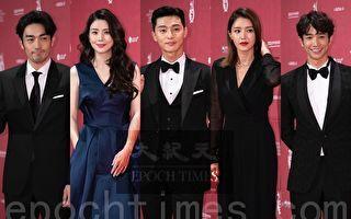 2018首尔电视节 刘以豪与朴叙俊等群星走红毯