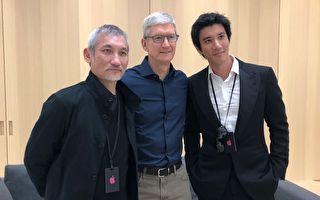 """进""""贾伯斯剧院"""" 王力宏抢先体验苹果新机"""