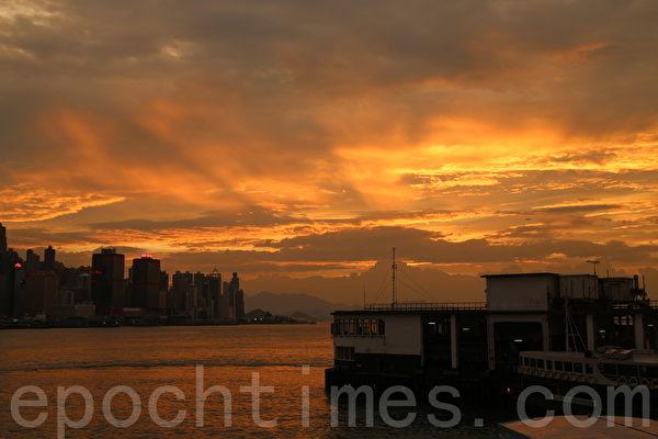 山竹來襲 港天空現絢麗火燒雲