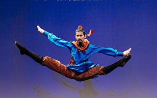 组图:中国古典舞大赛复赛少年男子组风采