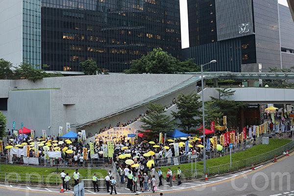 伞运四周年 三千港人重回连侬墙 抗中共争民主