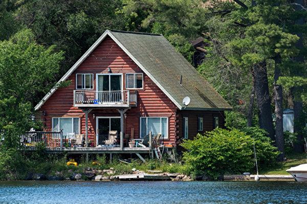 卑詩省府2018年初提出的投機稅因波及度假屋屋主、可能引發度假城市經濟衰退而飽受爭議。(Shutterstock)