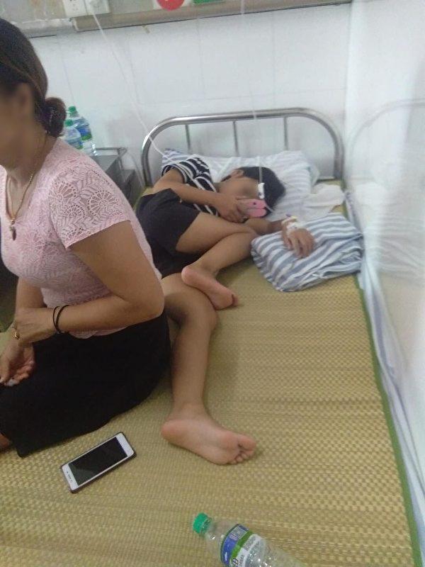 在贛州市醫院就診的孩子和他們的家長。(受訪者提供)