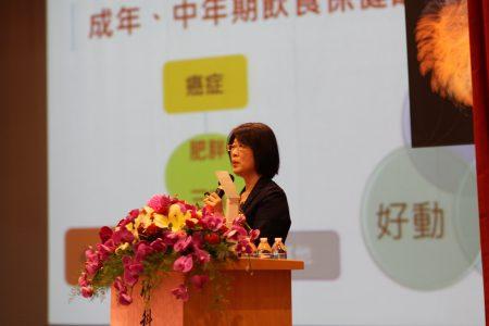 台大医院营养室主任陈珮蓉以她的专业告诉听众,如何吃才是最健康
