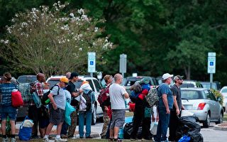 强飓风来袭 百万人撤离 川普:已准备好