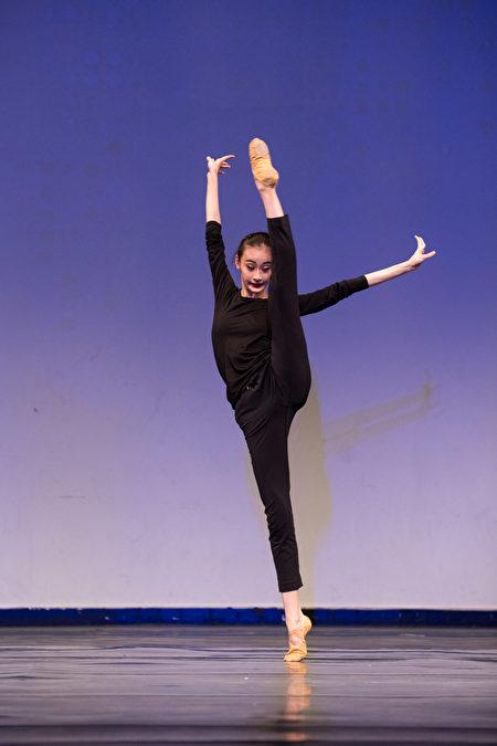 第八屆「全世界中國古典舞大賽」的少年女子組金獎得主黃悅。(戴兵/大紀元)