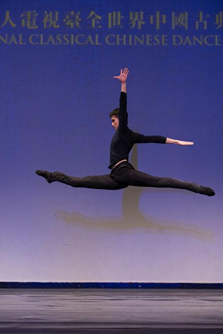 第8屆「全世界中國古典舞大賽」少年金獎得主洪紹豪。(戴兵/大紀元)