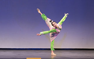 组图:中国古典舞大赛复赛 青年女子组风采