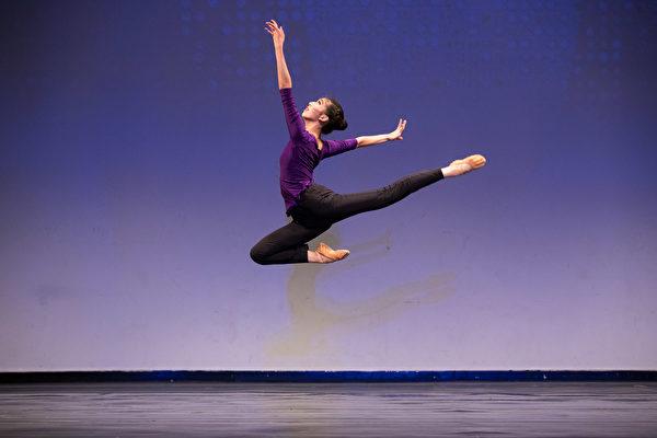 第8屆「全世界中國古典舞大賽」少年女子組金獎得主楊美蓮。(戴兵/大紀元)
