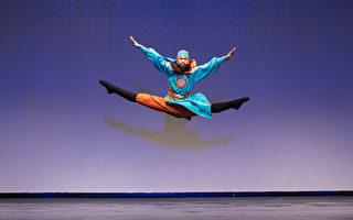 第8屆「全世界中國古典舞大賽」少年男子組金獎得主劉新龍,表演舞蹈劇目《忠義千秋》。(戴兵/大紀元)