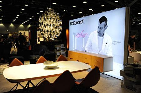 在温哥华室内设计展IDS上,由BoConcept顶级工业设计师卡里姆‧拉希德(Karim Rashid)设计的作品。(童宇/大纪元)