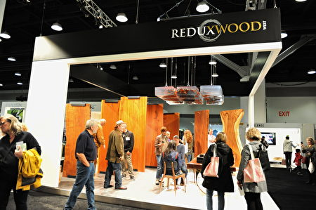 在温哥华室内设计展IDS上,由木制家具制造商Reduxwood展出的各类木材。(童宇/大纪元)