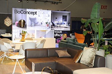 在温哥华室内设计展IDS上,由BoConcept公司展出的家具设计。(童宇/大纪元)